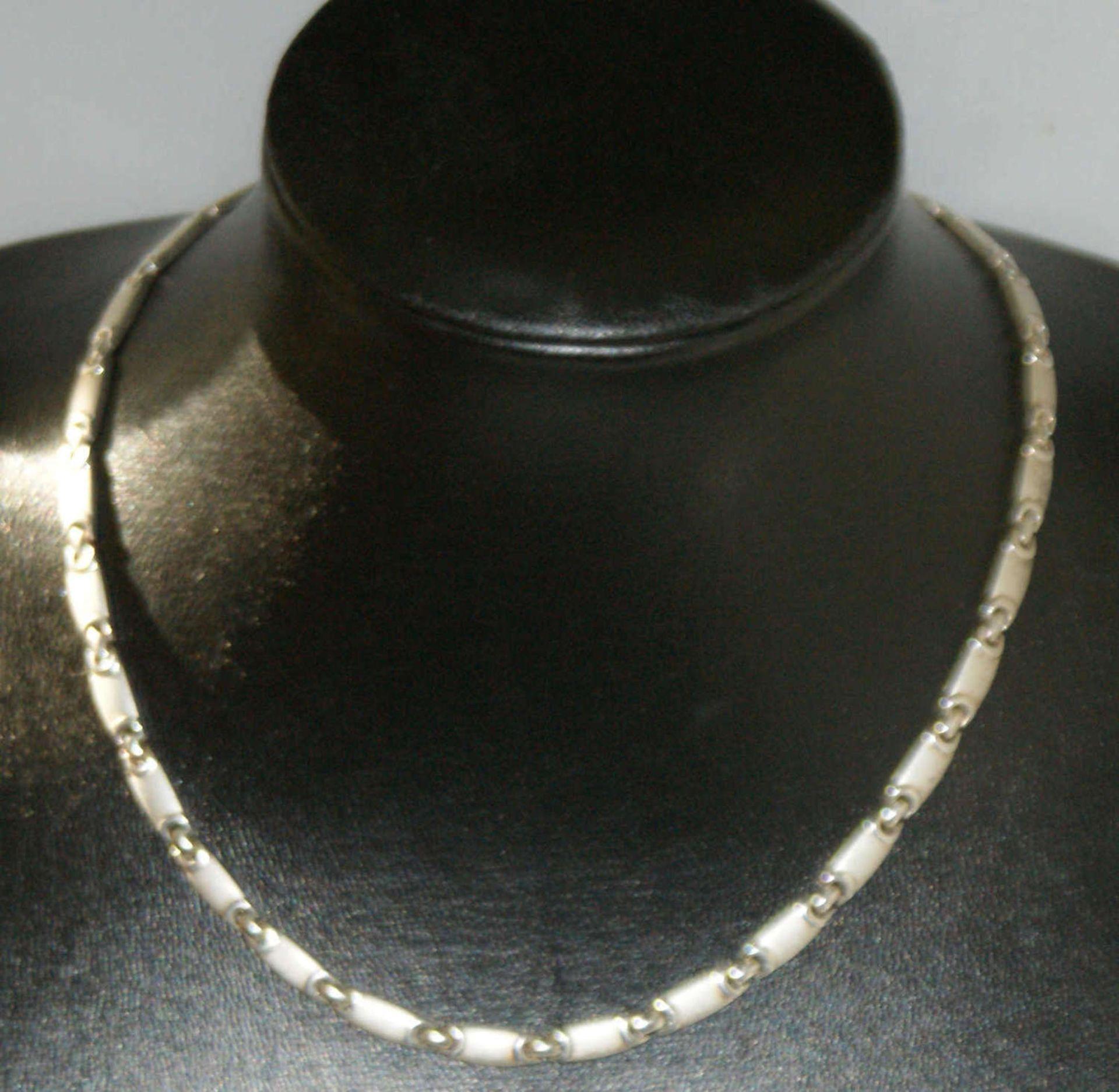 Silbercollier, 925er Silber, moderne Form. Länge ca. 45 cm.Gewicht ca. 47 gr.