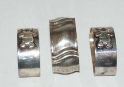 3 Serviettenringe, Silber, Gewicht ca. 91,3 gr. 2 Serviettenringe mit Bärchen verziert.