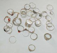 Konvolut Silberringe, insgesamt 38 Stück. Verschiedene Modelle. Gewicht ca. 72 gr.