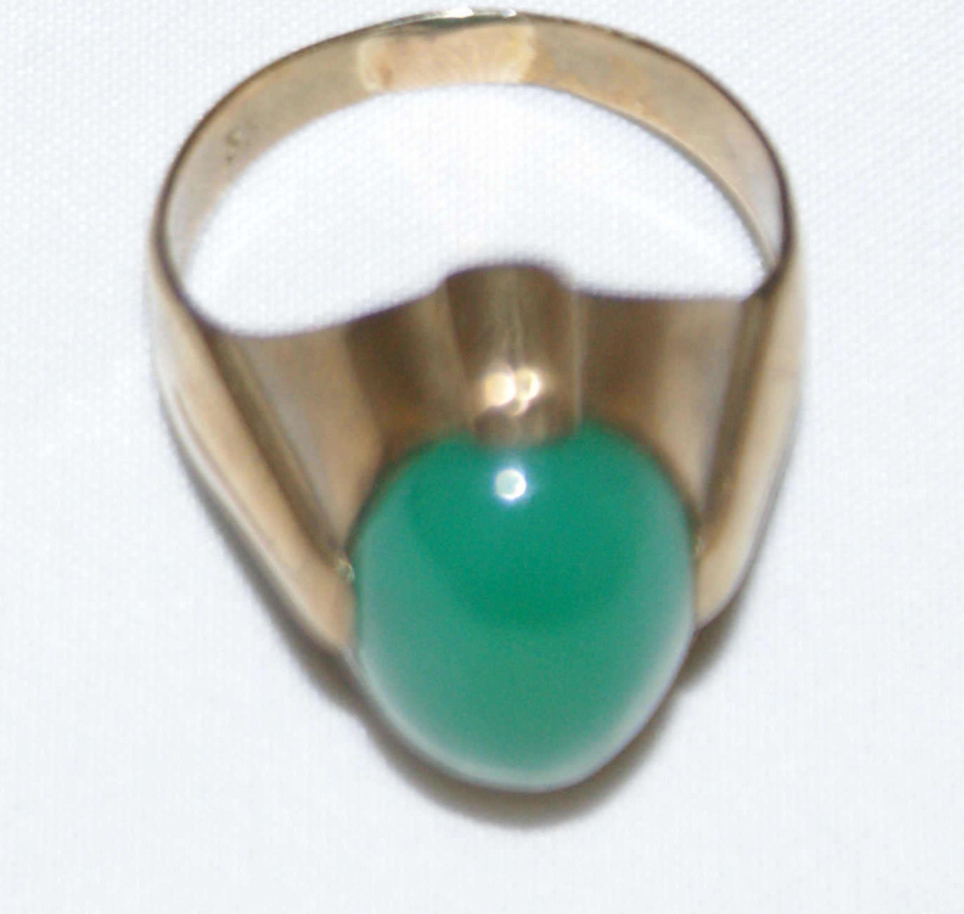 Damenring, 333er Gelbgold, besetzt mit grünem Halbedelstein. Ringgröße 50, Gewicht ca. 4 g - Bild 2 aus 2