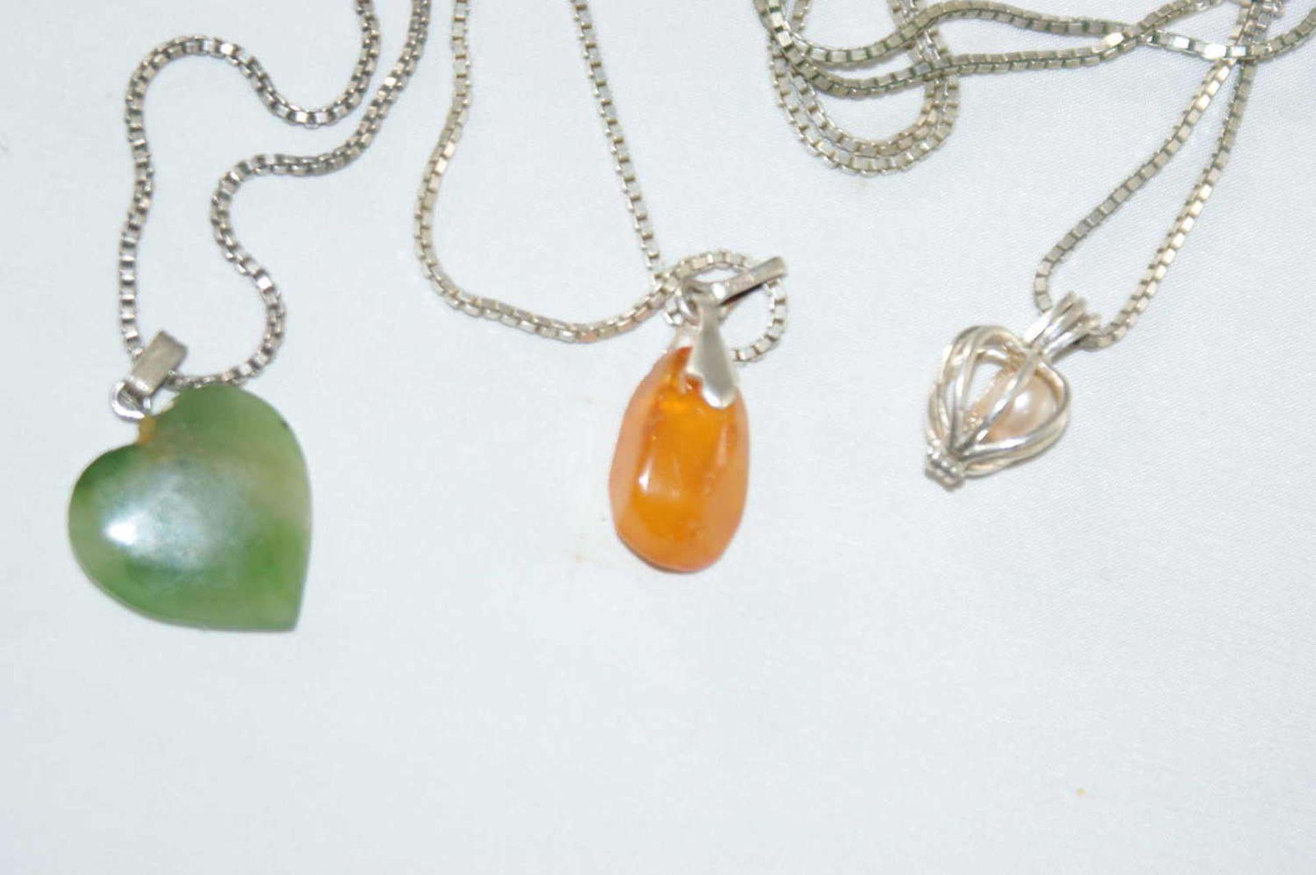 3 Silberketten mit Anhänger, 2x Halbedelstein, 1x Perle. Gewicht ca. 23 gr. - Bild 2 aus 2
