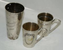 3 Teile Silber, dabei 1 Silberbecher von 1900, sowie 2 Schnapshenkelbecher im Jugendstil. Alle Teile