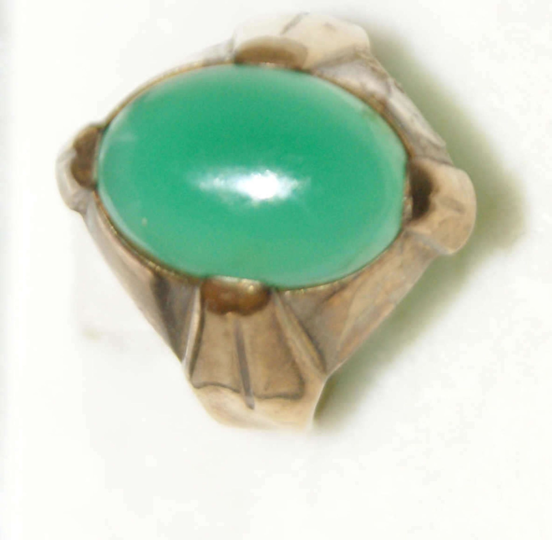 Damenring, 333er Gelbgold, besetzt mit grünem Halbedelstein. Ringgröße 50, Gewicht ca. 4 g