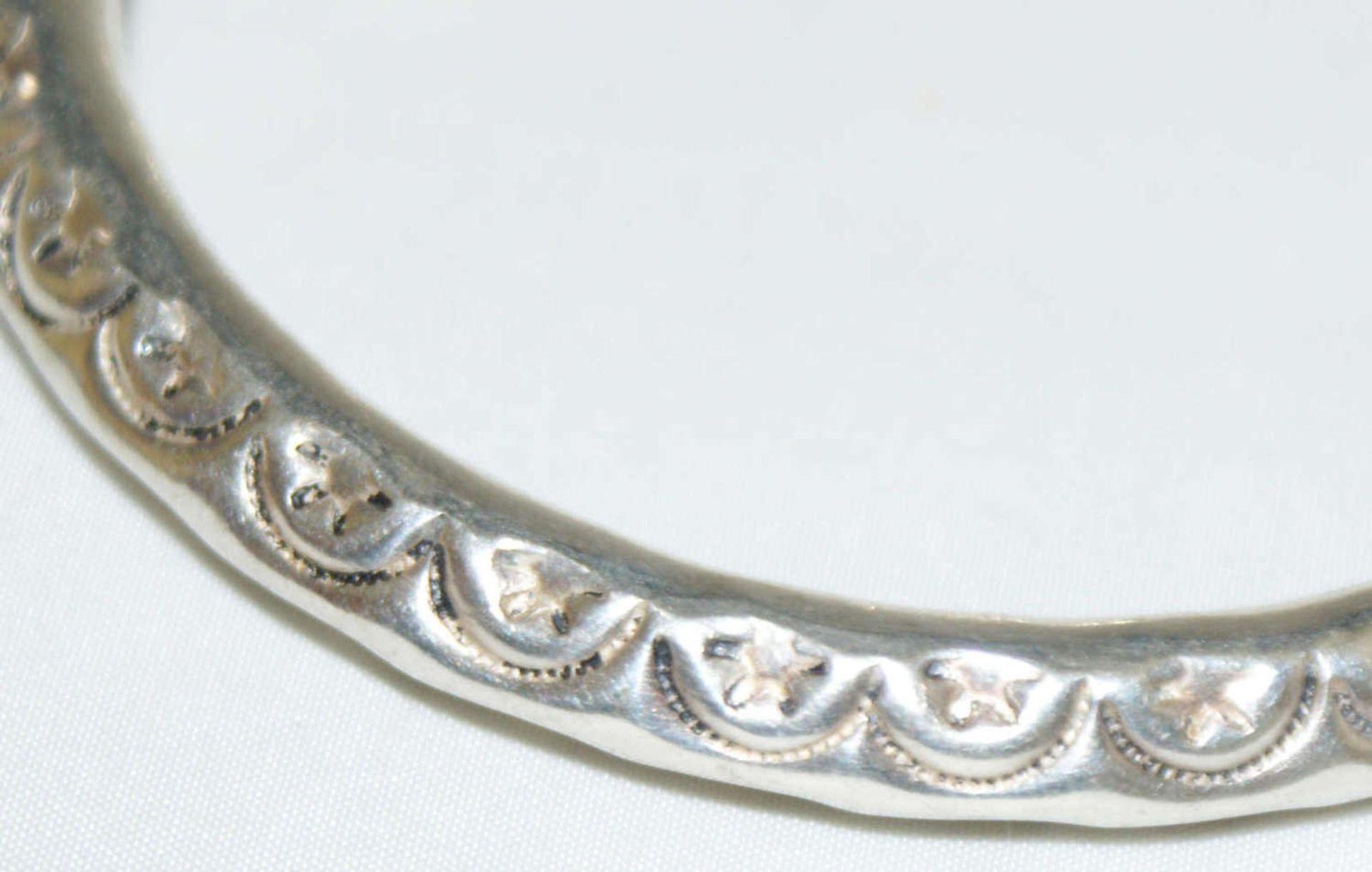 Armreif, 925er Silber, verziert mit Ornamenten. Offene Ringschiene. Gewicht ca. 24 gr - Bild 2 aus 2