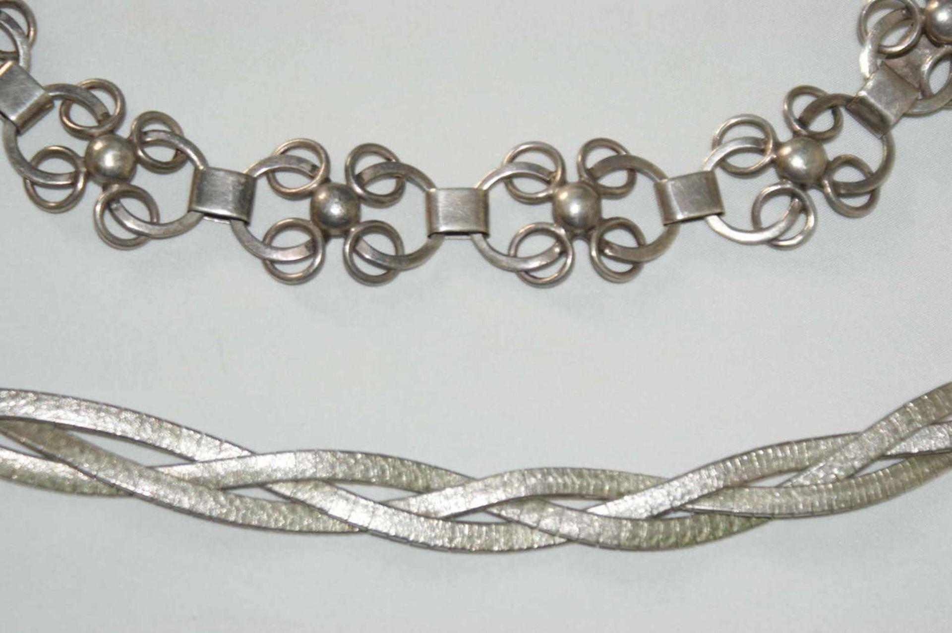 2 Armbänder, Silber, 1x 835er Silber, sowie 830er Silber. 1x alte Handarbeit. Gewicht ca. 52 gr - Bild 2 aus 2