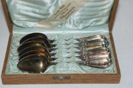 6 Jugendstil Silberlöffel, 800er Punze, im Original Kasten. Gewicht ca. 120 gr.