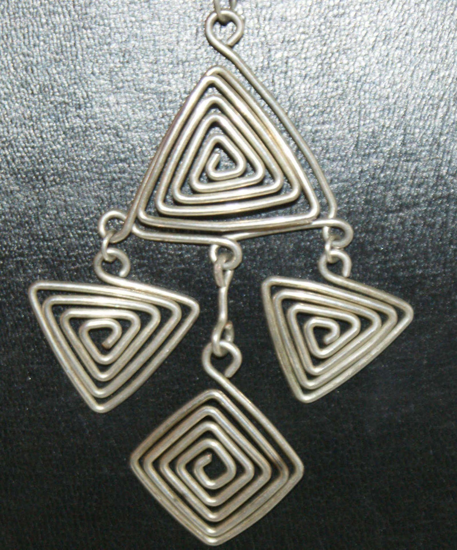 Silberkette, Länge ca. 70 cm, mit Anhänger aus Silberdraht. Moderne Optik. Gewicht ca. 30 gr. - Bild 2 aus 2