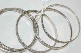 Silberarmreifen, verschiedene Modelle, insgesamt 8 Stück. Durchmesser ca. 7 cm. Gewicht ca. 70 gr