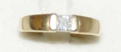 Damenring, 333er Gelbgold, mittig besetzt mit 1 Zirkonia. Ringgröße 55, Gewicht ca. 2,6 gr