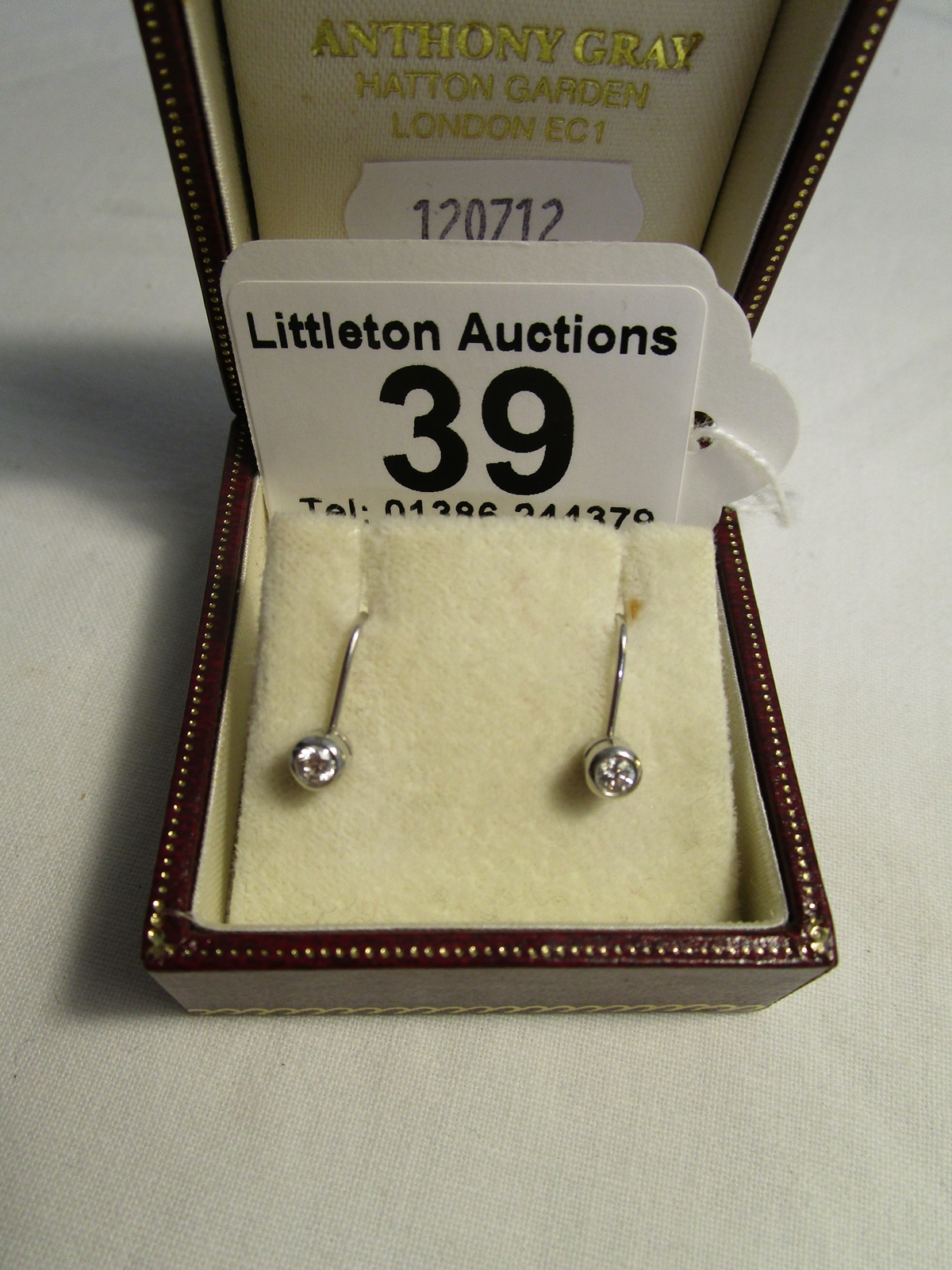 Lot 39 - Pair of diamond earrings, screw-on fitting, original box Anthony Gray, Hatton Garden