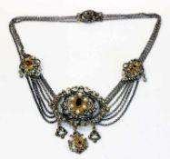 Silber Trachtencollier, teils vergoldet mit Granaten und Perlen verziert, L 42 cnm 45 gr.