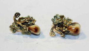 Paar 14 k Gelbgold Ohrstecker mit plastischem Eichenlaub und Grandeln, 4,3 gr., schöne Handarbeit