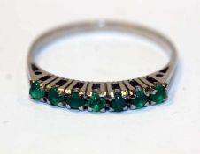 14 k Weißgold Ring mit 7 Smaragden, Gr. 58, 2,7 gr.
