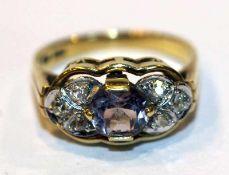 14 k Gelbgold Ring mit Amethyst und 6 in Weißgold gefaßten Diamanten, 3,7 gr., Gr. 53