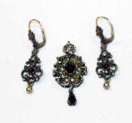 Paar Silber Trachten Ohrhänger mit Grananten, L 4,5 cm, und Anhänger mit 2 Grananten, L 4 cm, zus.