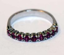 14 k Weißgold Ring mit 9 Rubinen, Gr. 53, 3,4 gr.
