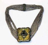 Silber Kropfkette, gravierte Schließe, teils vergoldet mit Granat und 2 Perlen, 11-reihig, L 37