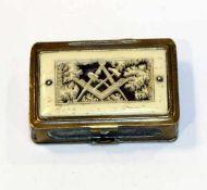 Messing Reisealtar in Form eines Döschens, beidseitig zum Öffnen, eine Seite mit geschnitzter