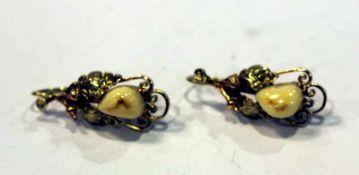 Paar 14 k Gelb- und Roségold Ohrhänger mit plastischem Eichenlaubdekor und Grandeln, 5,6 gr., schöne