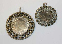 2 Silber Münzen, schön gefaßt, 19. Jahrhundert, D 4/6 cm, starke Tragespuren
