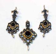 Paar Silber Trachten Ohrhänger, teils vergoldet mit Granaten und Perlen, L 5 cm, und passender