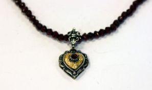 Granatkette mit Silber und teils vergoldetem Herzanhänger, Kette L 36 cm