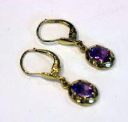 Paar 14 k Gelbgold Ohrhänger mit Ametyhsten, L 2 cm