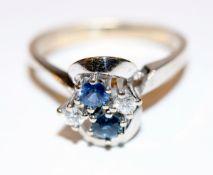 14 k Weißgold Ring mit 2 Diamanten, 0,12 ct., und 2 Safiren, 3 gr. klassische Handarbeit, Gr. 52