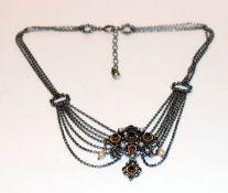 Collierkette, 835 Silber, Mittelteil teils vergoldet mit Granaten und Perlchen verziert, L 38 cm,
