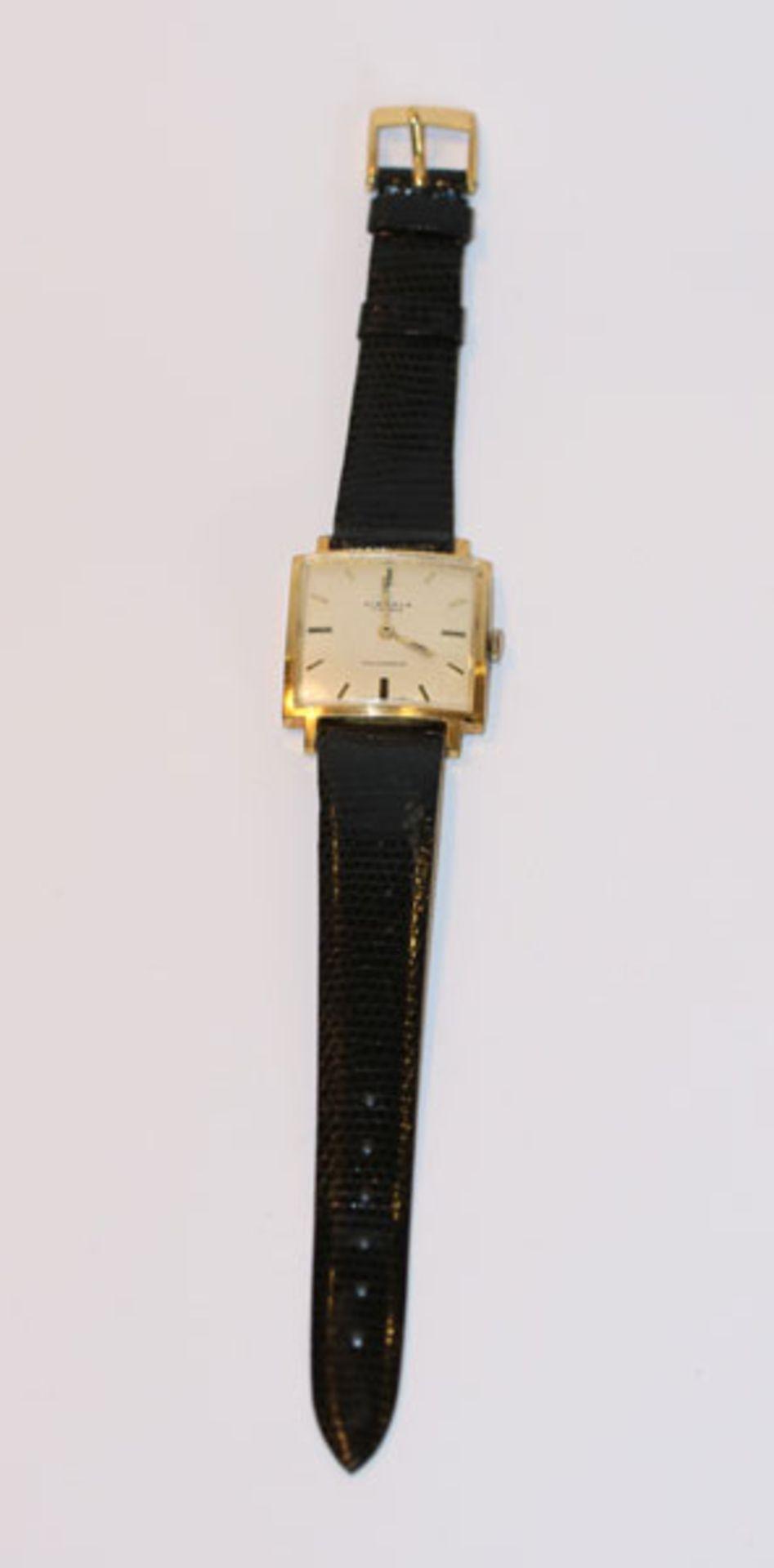 Kienzle Armbanduhr in eckiger Form, um 1970, mechanisches Werk, intakt, an schwarzem Armband,