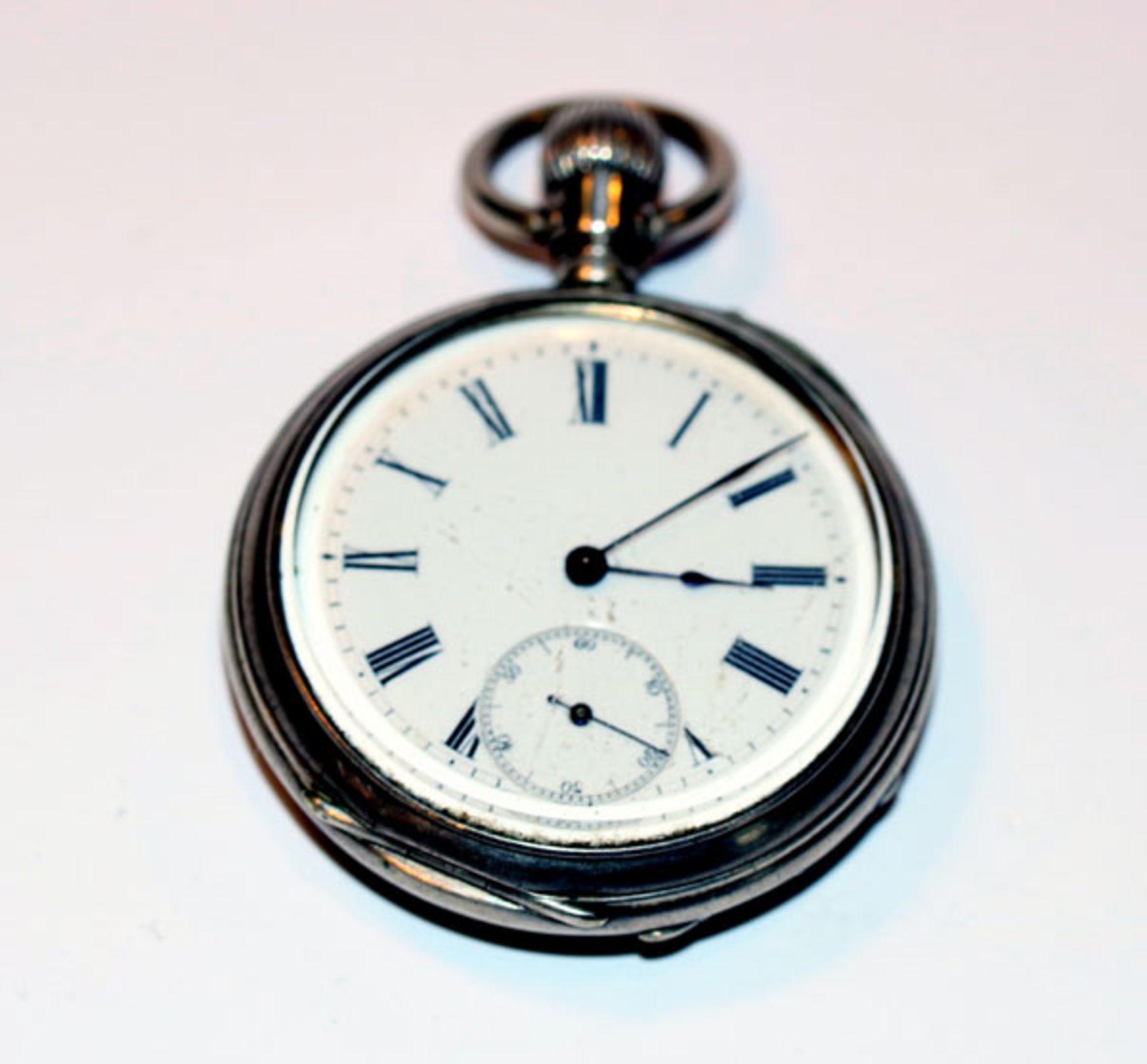 Los 51 - Silber Taschenuhr, rückseitig mit farbiger Jagd-Szenerie, intakt, D 5 cm, Tragespuren