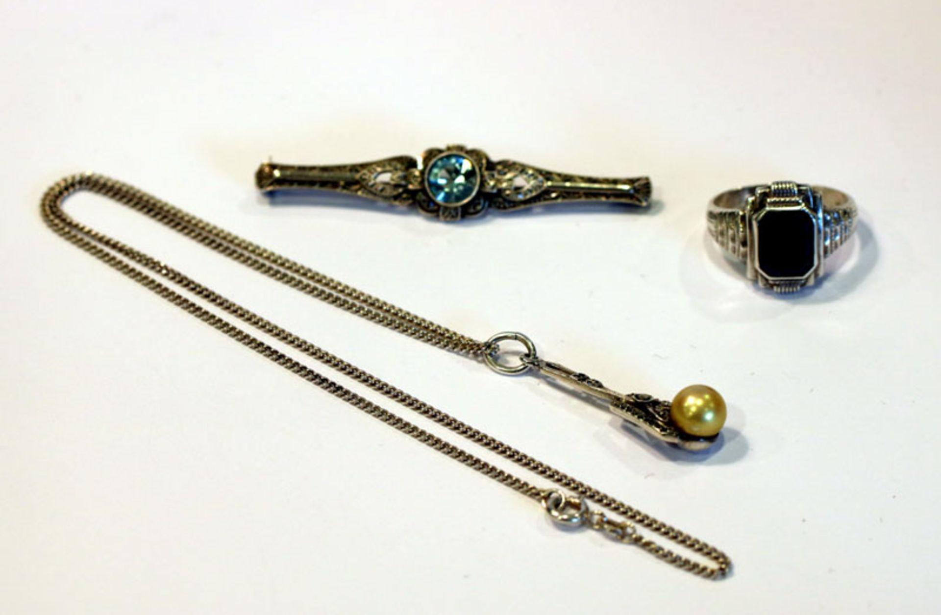 Silber Konvolut: Brosche, B 6 cm, Ring, Gr, 58, und Kette mit Anhänger, L 40 cm