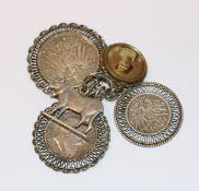 Anhänger-Konvolut: 3 gefaßte Silbermünzen, Kuh und Bildanhänger, zus. ca. 60 gr. Silber,