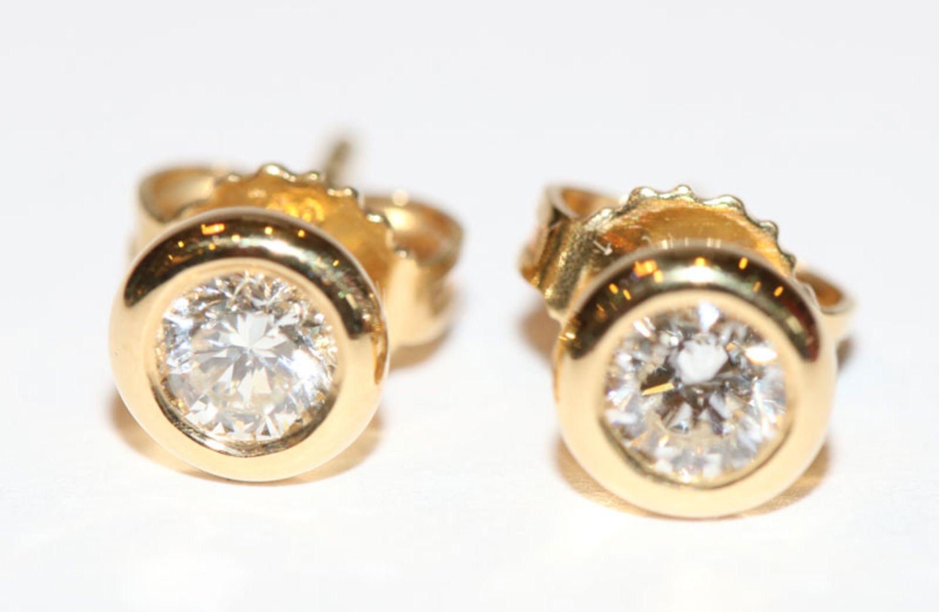 Los 36 - Paar 18 k Gelbgold Diamant-Ohrstecker, zus. 0,60 ct. wesselton/si