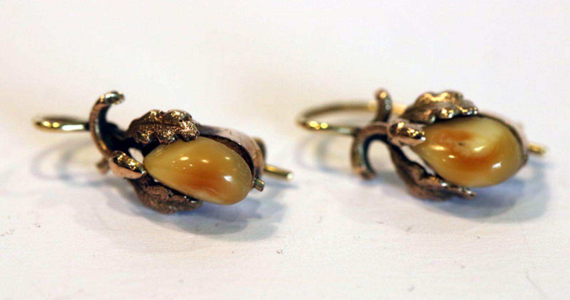 Los 18 - Paar 14 k Gelbgold (geprüfte) Ohrhänger mit Grandeln und plastischem Eichenlaub, L 2 cm
