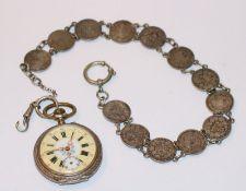 Silber Taschenuhr mit verziertem Zifferblatt, Sekundenzeiger fehlt, intakt, rückseitig mit