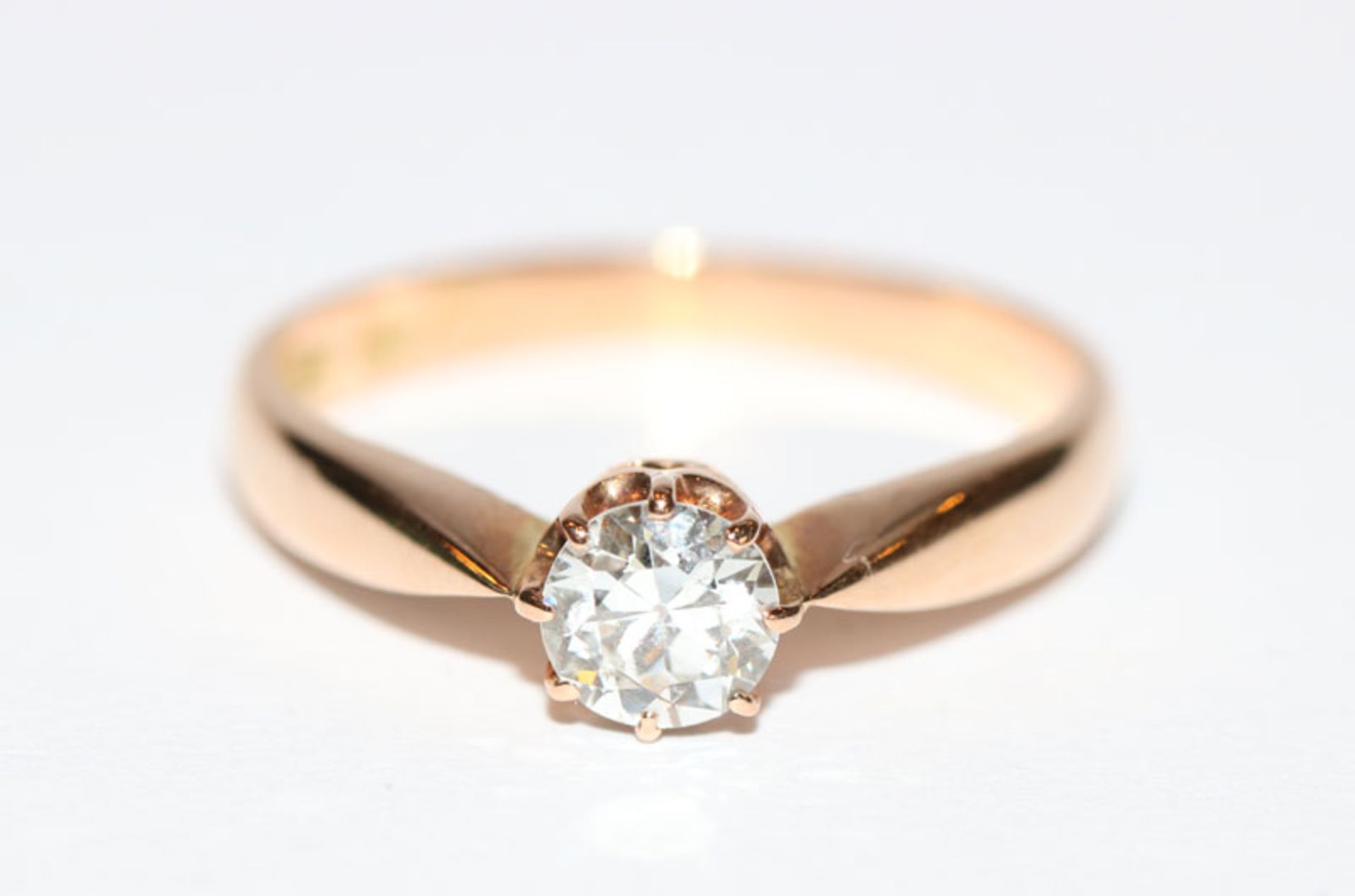 Los 31 - 14 k Gelbgold Ring mit 0,70 ct. Brillant Top Crystal/si, in Krabbenfassung, Gr. 56, klassische