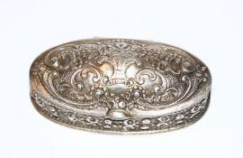 Silber Deckeldöschen mit Reliefdekor, innen vergoldet, H 2 cm, B 5,5 cm, T 3 cm, 800 Silber