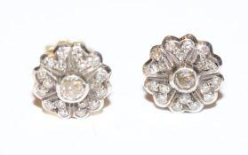 Paar 14 k Weißgold Ohrstecker in Blütenform mit Diamanten, D 1 cm