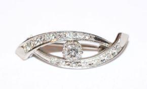 18 k Weißgold (geprüft) Brosche mit Diamanten, B 3 cm