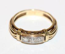 14 k Gelbgold Ring mit 3 in Weißgold gefaßten Diamanten, Gr. 57, 4,2 gr., ältere Handarbeit