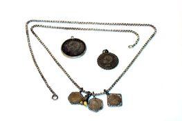 Silber Konvolut: Kette, L 88 cm, Grandel-Anhänger und 5 gefaßte Silbermünzen, u. a. 2 und 5 Mark