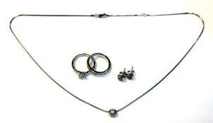 Konvolut, 925 Silber: Paar Ohrstecker, Kette mit Anhänger, und 2 Ringe, Gr 57, alles mit