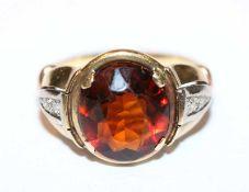 14 k Gelbgold Ring mit Goldtopas und seitlich 2 in Weißgold gefaßten Diamanten, Gr. 59