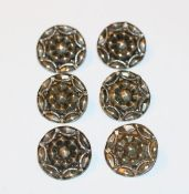 6 Silber (geprüft) Knöpfe mit reliefiertem Dekor