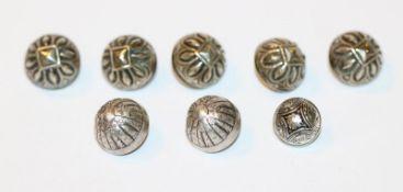 8 Silber Knöpfe in 3 verschiedenen Dekoren