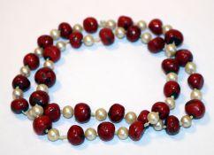 Perlenkette mit roten Zwischenperlen, L 62 cm, Tragespuren