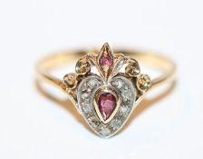 14 k Gelbgold Ring mit in Weißgold gefaßten Diamanten und 2 Granaten, Gr. 55