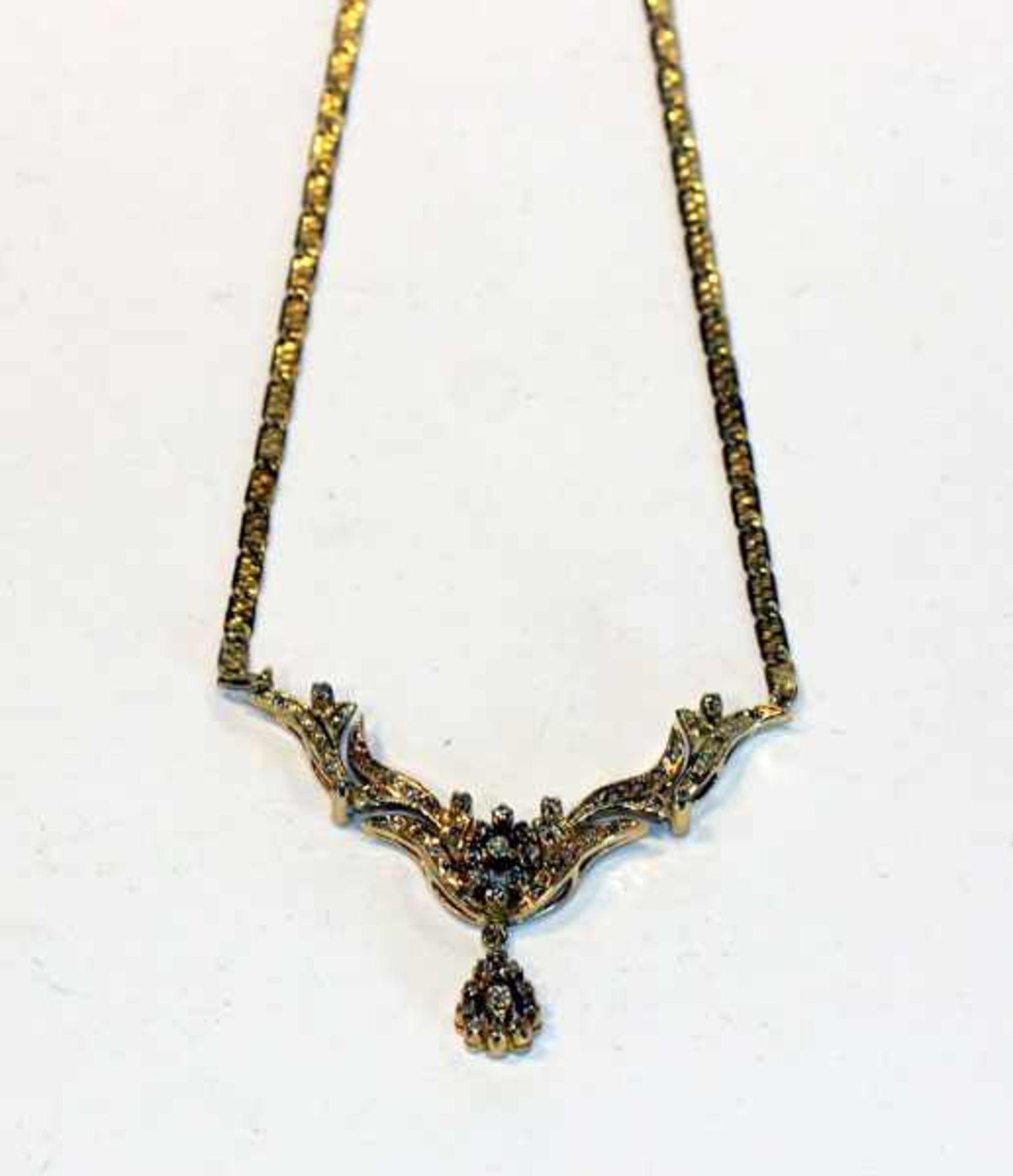 Los 59 - 14 k Gelbgold Collier, Mittelteil mit Diamanten ausgefaßt, 19 gr., L 40 cm, feine Handarbeit