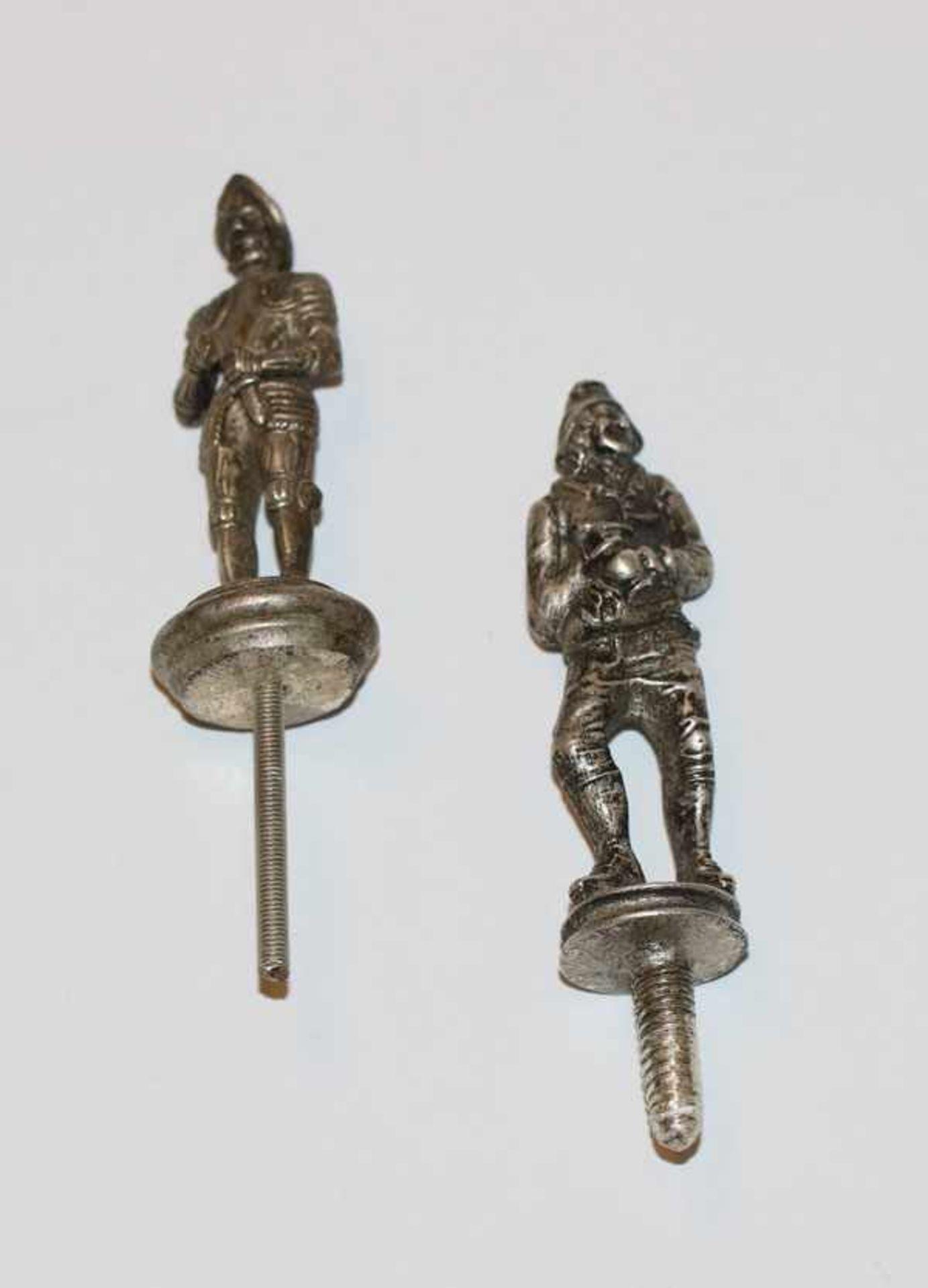 2 Silber (geprüfte) Dekofiguren 'Ritter', aufschraubbar, zus. 95 gr., H Figur 5,5/6 cm
